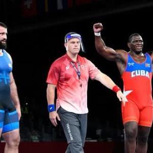 オリンピックボランティアはレスリング表彰式でした