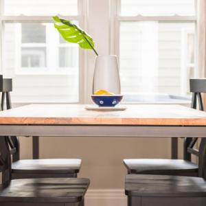 ダイニングテーブルの上がいつも散らかっていてイライラするなら。