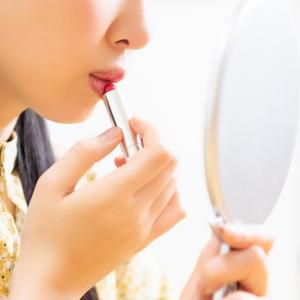 化粧に時間や多大なエネルギーを注ぐのはやめて、素の自分と向き合うすすめ。