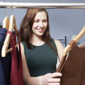 秋の衣替えをする前はいらない服を捨てるチャンス。