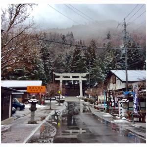 諏訪大社上社本宮前~弥生月の雪景色