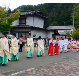 諏訪大社上社本宮の「御田植祭り」厳かに!