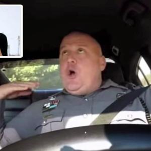 ノリノリな姿を録画された警官の可愛過ぎる口パク!