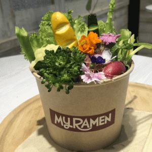 花束!ラーメン「マイラーメン グラスヌードル ショップ」渋谷 麺や七彩プロデュースで味もイケる!