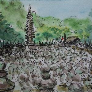 京都・境内を埋める石仏、石塔