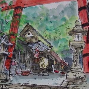 京都・一の鳥居を見上げる