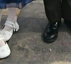 【購入品♪】ピアノの発表会の音符タイツとフォーマル靴!発表会やお呼ばれにおすすめのタイツとフォーマル靴。お買い得なキャサリンコテージフォーマル靴フラワー×ホワイト レビュー 感想【女の子編】