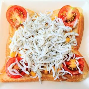 海産物 × パン 。 バルミューダトースターで焼いた しらすコーントースト♪