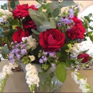 正ちゃんに庭のお花を★妖精のおうちの赤いドア
