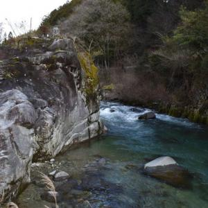 加子母川 (白川) の流れ