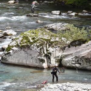 アユ釣りのメッカ清流「馬瀬川」