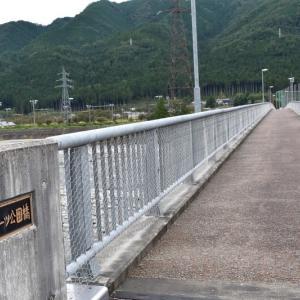 飛騨川公園を行く