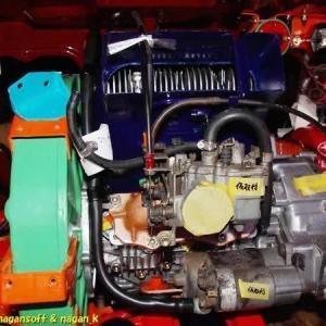 R-2君、エンジンルーム内の、アクセルワイヤー、チョークワイヤー、ヒーター切替ワイヤー、セルモーターへのケーブル、といった物の取り回し