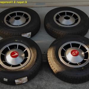 R-2君、ホイールにタイヤを組付け