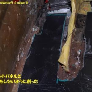 R-2君、トランク床鉄板のフロントパネル接する部分を削る、補強梁との干渉部削る