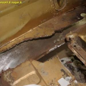 R-2君、フロントパネル下スカート裏側の掃除と錆取り1日目