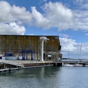 Base de sous-marin de Keromanでガイド付きツアー体験