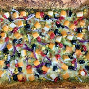 カニカマとペストージェノヴェーゼのピザ