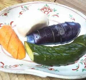 ぬか漬け日記:人参とカブは、今が旬で、漬物にするとうまいですね。