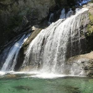 山奥にあるアメガエリの滝@高知県