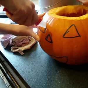 初めて見たハロウィーンのかぼちゃ作り