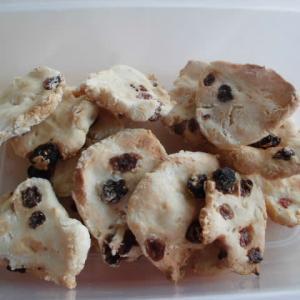 砂糖も油脂も入れないガチガチに固いクッキー