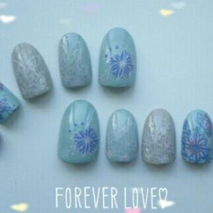 花と蝶のブルーネイル