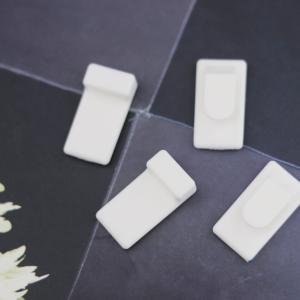 【セリア】リモコンがスマートに吊り下げ出来る素晴らしいフック発見!!