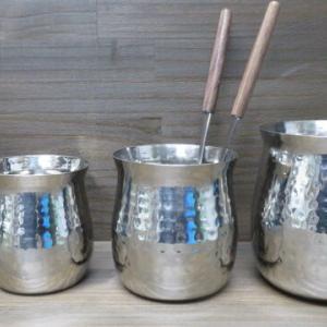 鍋の時に便利がいいですよ。ガラ入れセット、ガラ入れとお玉のセットです。打ち出しの模様がかっこいいです