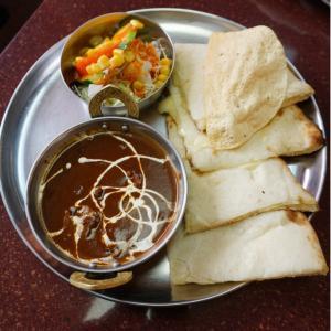 『本格インド料理MINA』初めてブラックシーフードカレーを食べる。