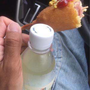 車の中で炭酸のジュースとホットドッグがエライ事に!