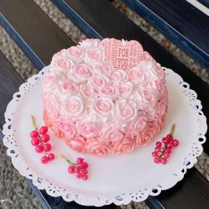 先日の粘土で作ったバラのケーキ