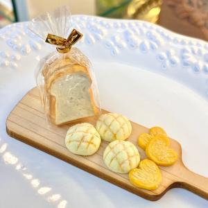 粘土でミニチュアパンと加工
