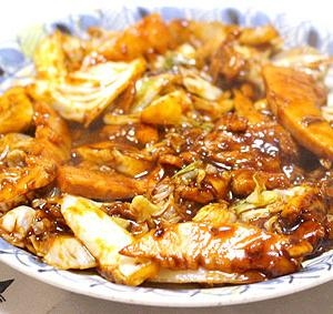 【回鍋肉&オムレツ&白菜の漬物&おかゆとなないろ昆布&ほうれん草とえのきの和え物&サバの味噌煮とキャベツの千切りと帆立の甘辛煮&ミョウガと生姜たっぷり冷奴&もずく納豆&イカと野菜のオリーブオイルのさっぱりサラダ&カニカマとネギ入り玉子焼き&つぼ漬け&フルーツtoアロエDeカスピ海ヨーグルト 10月21日(月)】