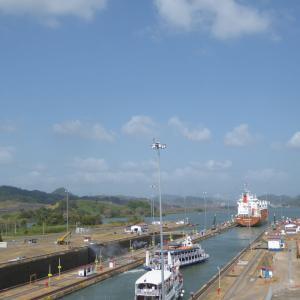 中米3か国旅行 その45 パナマ運河のミラフローレス閘門へ行ってみた。