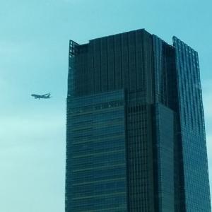 都心上空に飛行機
