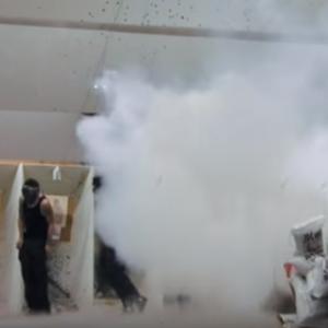 【ジャッカスJackass】Jackass Number Two・Movie - Riot Control Test・ジャッカスナンバーツー・ムービー・暴動鎮圧試験