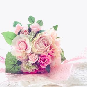 大好きなアイドルのお誕生日にお花を添えてお祝い