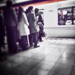 20代男性に電車の席を奪われた日