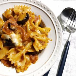 ミートマカロニ。今年の流行りは「山ライフ」と「まるごと鍋」