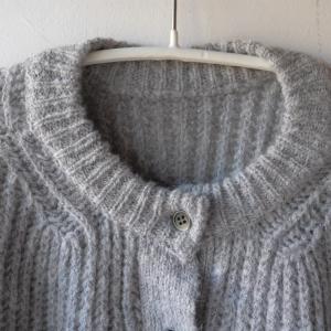 【少ない服で着回す】セーターも2枚じゃなくて1枚2wayで、ミニマルに着回す。