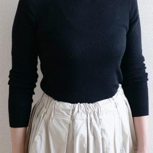 【少ない服で着回す】黒タートルネック×白スカート