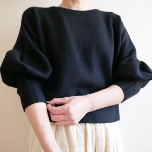 【少ない服で着回す】パフスリーブ袖がかわいいセーター