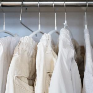 【少ない服で着回す】今年は3色で服装のミニマルを目指す。