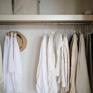 【少ない服で着回す】好きな洋服の色落ち問題。実験的に白化してみる。