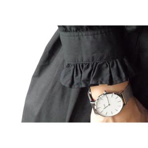【少ない服で着回す】クロスフリルシャツ(黒)