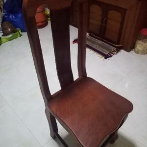 座り心地は最悪!カンボジアの椅子