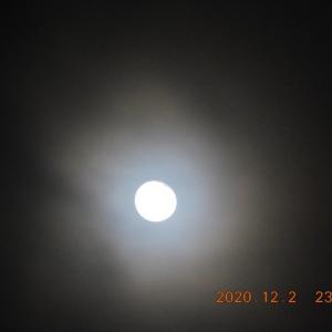 雨の後に、月が現れた