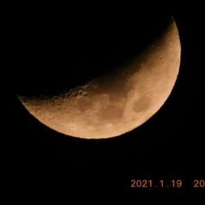 お月様が火星に徐々に近づいています