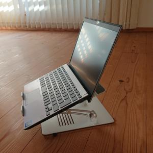 満を持して(?)ノートPCのスタンド、買ってみたらめっちゃ便利だった件